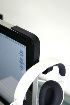 Perfect headphones holder in imac