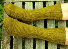 Hilppa: Villasukkaohjeita miehille Knitting Socks, Knit Socks, Barbie Clothes, Mittens, Knit Crochet, Aalto, Pattern, Crafts, Board