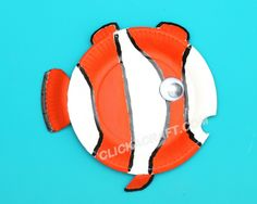 Paper Plate Clownfish Easy Craft - How to Make Construction Paper Crafts Ocean Animal Crafts, Ocean Crafts, Animal Crafts For Kids, Fish Crafts, Craft Projects For Kids, Easy Crafts For Kids, Summer Crafts, Craft Ideas, Paper Plate Art