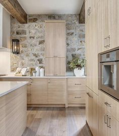 Modern French Country, French Country Farmhouse, Farmhouse Design, Modern French Kitchen, Rustic Kitchen, New Kitchen, White Oak Kitchen, Room Kitchen, Kitchen Ideas