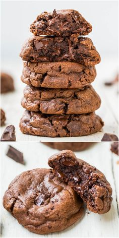 Quadruple Chocolate Soft Fudgy Pudding Cookies - For true. Quadruple Chocolate Soft Fudgy Pudding Cookies - For true chocolate lovers these super soft cookies are loaded with chocolate! Just Desserts, Delicious Desserts, Yummy Food, Think Food, Love Food, Yummy Treats, Sweet Treats, Cookie Recipes, Dessert Recipes