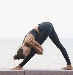 One of the best ways to have relief from lower back pain is through Hatha Yoga exercises. Yoga poses can help the symptoms and root causes of back pain. Asana Yoga, Sup Yoga, Yoga Flow, Sport Fitness, Yoga Fitness, Wellness Fitness, Fitness Goals, Beautiful Yoga Poses, Yoga Nature