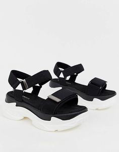 Shop the latest Glamorous chunky sporty sandals trends with ASOS! Strappy Sandals, Shoes Sandals, Flats, Sandals Platform, Sneakers Mode, Sneakers Fashion, Sporty Outfits, Trendy Outfits, Office Outfits