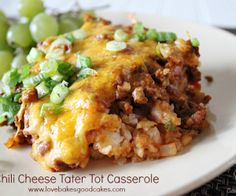 Food has the power to comfort you like nothing else can. A ground beef casserole like this one can do wonders. Chili Cheese Tater Tot Casserole is a dinner you'll look forward to all day. Chili Casserole, Casserole Dishes, Casserole Recipes, Hamburger Casserole, Mexican Tater Tot Casserole, Chicken Casserole, Mexican Food Recipes, Beef Recipes, Dinner Recipes