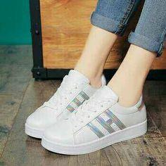sneakers adidas wanita terbaru