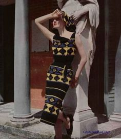 A boldly patterned spring/summer look by Schiaparelli, 1951. #vintage #1950s #dress