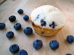 Light blueberry lemon muffins #recipes #sweet #baking #lemon Lemon Blueberry Pound Cake, Blueberry Yogurt Muffins, Raspberry Muffins, Lemon Muffins, Blue Berry Muffins, Coffee Cake Loaf, Lights, Cheesecake Pie, Muffin Bread