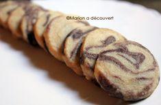 """J-2 avant le jour de Noêl ! Juste à temps pour vous mettre aux fourneaux et préparer d'irrésistibles petits cadeaux gourmands ! Effet bluff assuré avec ces délicieux sablés délicieusement marbrés au chocolat et à la vanille… Ils paraissent compliqués ? Et bien non ! Laissez moi vous convaincre en... <a href=""""http://marionadecouvert.com/recettes/desserts/sables-de-noel-marbres-chocolatvanille/"""">Lire la suite →</a>"""