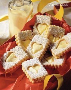 Pecivo s vajecnym likerom Galletas Cookies, Xmas Cookies, Cupcake Cookies, Christmas Sweets, Christmas Baking, Macaroons, European Dishes, Cooking Cookies, Czech Recipes