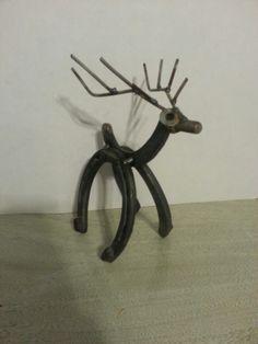 http://www.etsy.com/listing/170186153/santas-reindeer Horseshoe reindeer, Horseshoe art, Western Decor, Country Christmas
