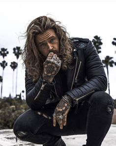 Rate this style and comment below. Corte Hipster, Gorgeous Men, Beautiful People, Sexy Tattooed Men, Bearded Tattooed Men, Hair And Beard Styles, Long Hair Styles, Hot Guys Tattoos, Bearded Men