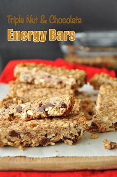 Super healthy energy bars made with dark chocolate, rolled oats, and three types of nuts. they are great as breakfast on the go or afternoon snacks. Donut Recipes, Healthy Dessert Recipes, Whole Food Recipes, Healthy Snacks, Sweets Recipes, Family Recipes, Delicious Recipes, Desserts, Healthy Afternoon Snacks