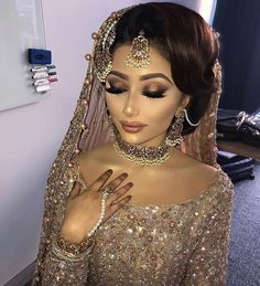 makeup asian Pink Gold Brown Glitter Eye Makeup Pakistani Bride Look Wedding Makeup Pakistani Bridal Hairstyles, Asian Wedding Dress Pakistani, Asian Bridal Hair, Pakistani Bridal Makeup, Asian Bridal Dresses, Pakistani Dresses, Desi Bridal Makeup, Bridal Makeup Looks, Bride Makeup