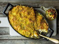 Fiskegrateng med egge- og baconsmør | Godt.no Paella, Egg, Food And Drink, Fish, Ethnic Recipes, Eggs, Pisces, Egg As Food