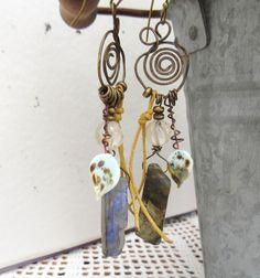 Des boucles d'oreille avec labradorite brute et lampwork :Chants de l'Encre !!!! : Boucles d'oreille par les-reves-de-minsy