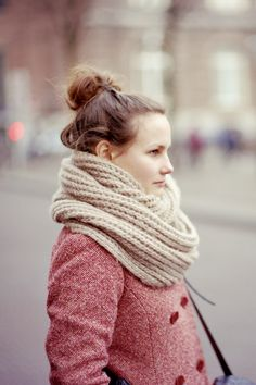top knot loves!  tallgirltales:  Scarf love. Reminds me of my Loft scarf (from last year). [via nogreatillusion:vwiola hellanne:chopchops]