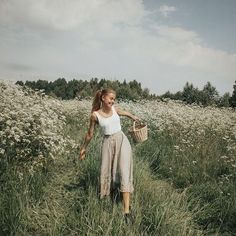 Feminine Outfit For A Meadow Walk – In this moment my soul flourish – … - Top Trends First Date Outfits, Cool Outfits, Fashion Outfits, Trendy Fashion, Spring Fashion, Winter Fashion, Fashion Tips, London Outfit, Prado
