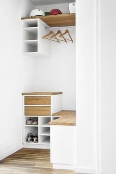 small & modern closet organizer idea in white and wood color finishes of Small Closet Organizers: Small Storage Solution for Apartment-Sized Houses Minimalist Room, Modern Hallway Design, Small Hall, Modern Closet, Home Decor, Small Decor, Small Hallway Decorating, Modern Closet Organizers, Small Closet Organization