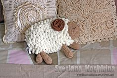 """sheep!  Russian translation is hard to follow but I love the """"wool"""" made from pompomish yarn"""