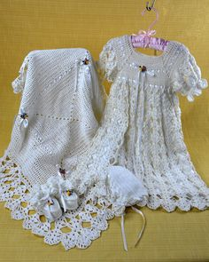 inserzione di Etsy su https://www.etsy.com/it/listing/102552549/blessed-christening-set-crochet-pattern