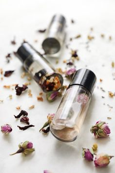 Floral Essential Oil Perfume Roll-On Recipes for Spring Neroli Essential Oil, Essential Oil Perfume, Essential Oil Blends, Essential Oils, Diy Cosmetic, Mountain Rose Herbs, Perfume Recipes, Roll On Perfume, Herbal Oil