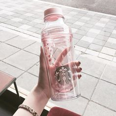 coffee, starbucks et yes image sur We Heart It Copo Starbucks, Starbucks Tumbler, Starbucks Drinks, Starbucks Coffee, Starbucks Water Bottle, Pink Starbucks, Cute Water Bottles, Drink Bottles, Cute Cups