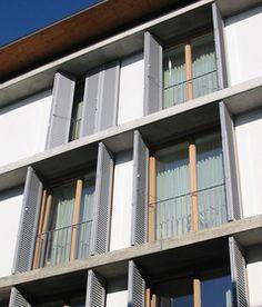 verschiebbarer sonnenschutz aus fensterl den aus holz terrassen berdachung sichtschutz. Black Bedroom Furniture Sets. Home Design Ideas