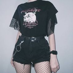 Discover recipes, home ideas, style inspiration and other ideas to try. Alternative Outfits, Alternative Mode, Alternative Fashion, Grunge Goth, Mode Grunge, Grunge Style, Goth Style, Nu Goth, Grunge Makeup