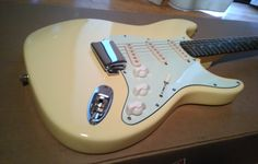 Fender Squier Affinity Stratocaster Yellow with Green pick guard