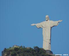 O Cristo Redentor fotografado na manhã desta sexta (10/04/15).