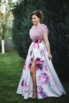Find Stylish Dresses For Any Occasion Cocktail Dresses With Sleeves, V Neck Cocktail Dress, Designer Evening Gowns, Evening Dresses, Long Formal Gowns, Formal Dress, Brides Maid Gown, V Neck Wedding Dress, Different Dresses