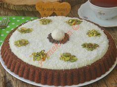 Hem pratik, hem lezzetli ve sunumu şahane, yumuşacık bir pasta tarifi… A delicious and soft cake recipe that is both practical, delicious and delicious. Delicious Cake Recipes, Pie Recipes, Yummy Cakes, Dessert Recipes, Cake Pictures, Food Pictures, Food Cakes, Cupcake Cakes, Cakes Originales
