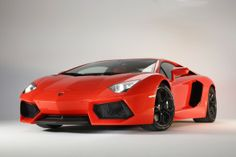 Avec un prix d'environ 315 000 euros, cette super automobile affiche un très bon rapport qualité-prix comparé à ses concurrentes Buggati Veyron Super  Sport (360km/h pour plus de 1,5 million d'euros)  ou la  Pagani ZONDA (345km/h pour 570 000 euros ).