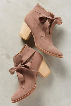 Bow-tied booties in supple suede.it's the simple things in life,Bow-tied booties in supple suede.it's the simple things in life Women's Shoes Whether ballerinas, shoes, high heels or boots - lovely shoes are ever. Pretty Shoes, Beautiful Shoes, Cute Shoes, Women's Shoes, Me Too Shoes, Beautiful Beautiful, House Beautiful, Pink Shoes, Shoes Style