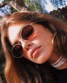 Kaia Gerber in oliver peoples sunglasses Style Année 90, Looks Style, Hair Style, Cindy Crawford, Oval Sunglasses, Sunglasses Women, Vintage Sunglasses, Sunglasses Sale, Shady Lady