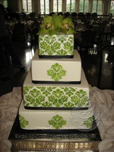 I LOVE this cake!!! The color could be different, though. Maybe royal purple?