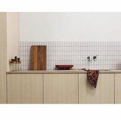 Home Interior Classic Kitchen Dinning, Kitchen Tiles, Kitchen Design, Kitchen Decor, Interior Desing, Home Interior, Kitchen Interior, Sweet Home, Cocinas Kitchen