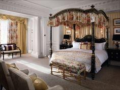 Mit bunter Bettwäsche und Kissen das Schlafzimmer auffrischen ...