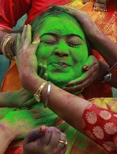 "(English) March 17, 2014. - PHOTOS - ""Holi 2014: Photos From India's Festival Of Colors""."