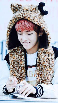 I cannot resist his cuteness!!!  Bangtan - V (Taehyung)