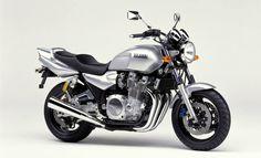 YAMAHA 2000-XJR1300 Silver Metallic (SM1)