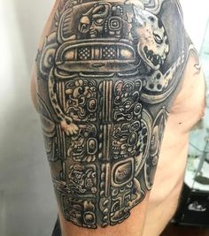 Estela Maya por Ofrenda de sangre. Top con los mejores tatuajes prehispánicos