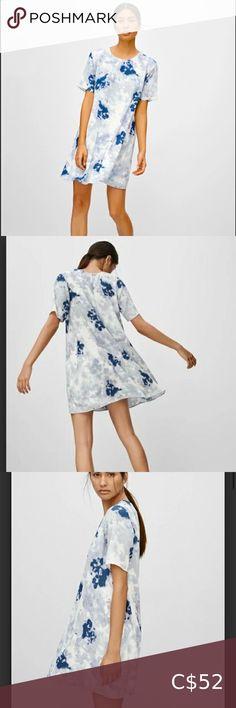 Aritzia Wilfred Carine dress Fabulous Aritzia Wilfred dress! Cute and fabulous blue tie dye pattern. Wilfred Dresses Mini Wool Dress, Lace Dress, Long Leather Coat, Aritzia Dress, Black Silk Dress, Short Sleeve Dresses, Dresses With Sleeves, Mini Slip Dress, Tie Dye Dress