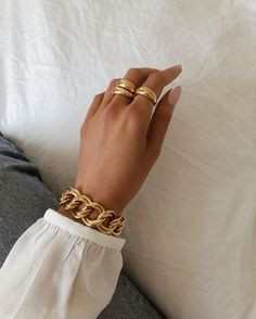 Simple Jewelry, Cute Jewelry, Gold Jewelry, Jewelry Box, Gold Accessories, Fashion Accessories, Fashion Jewelry, Glamouröse Outfits, Elegantes Outfit