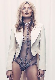 It's been 17 years since she covered a men's magazine, and this one proves Kate Moss is definitely worth the wait. Kate Moss photographed by Craig McDean for Burning Man Style, Moda Burning Man, Burning Man Mode, Burning Man Fashion, Craig Mcdean, Fashion Week, Look Fashion, Fashion Models, Fashion 2015