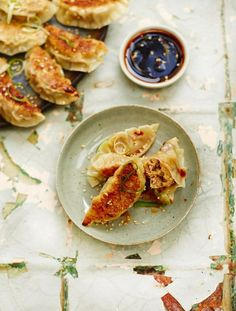 Golden, crispy and incredibly moreish, these homemade pork & cabbage pot stickers are already a favourite across much of Asia and soon to be a favourite in your home Pork Recipes, Asian Recipes, Cooking Recipes, Ethnic Recipes, Turkish Recipes, Cooking Ideas, Drink Recipes, Pork And Cabbage, Chinese Cabbage