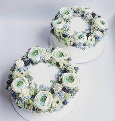 """10 To se mi líbí, 1 komentářů – Sladká Chaloupka (@sladka_chaloupka) na Instagramu: """"Dvojčata #dvojitydort #kremovekvety #dortknarozeninam #modrydort #buttercreamflowers…"""""""