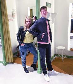 Outfit der Woche! Jacqueline: Destroyed Jeans mit Patches: MAC – Slub Yarn Shirt: Marc Aurel – Leichtsteppjacke im Bikerstil: Guess // Frederic: dunkelgraue Jeans, Chambray-Hemd mit Stehkragen & Sweater: Drykorn – gesteppte Bikerjacke: Boss Orange – rote Brille: See Concept #ootw #fashion