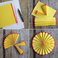 Nu är det kräfttider så passa på att göra en egen kräftmåne! Vad som behövs: Tre gula A4-papper, röd tuschpenna, lim (gärna limpistol) Gör så här: 1. Måla kortsidorna med röd tuschpenna på ett gult papper, både på bak och framsida. 2. Vik hela pappret, långsidan, i dragpelsvikning. 3. Vik på mitten. 4. Limma ihop de två Crawfish Party, Diy And Crafts, Paper Crafts, Holidays And Events, Party Planning, Paper Flowers, Party Themes, Table Settings, Card Making