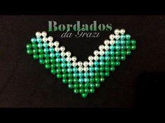 Como fazer uma manta de pérola em degradê para chinelo decorado - YouTube Black Necklace, Beaded Necklace, Beaded Bracelets, Beaded Sandals, Beaded Bags, Bead Crochet, Beading Tutorials, Ribbon Bows, Flip Flops